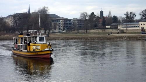 Erna: Mit 52 Pferdestärken über die Elbe brausen.