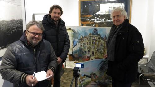 Die Galeristen Mario Pitz und Ulrich Hübner und Künstler Dyrk Bondzin.