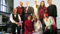 Schauspieler der Landesbühnen Sachsen präsentierten sich heute im Bahnhof Neustadt