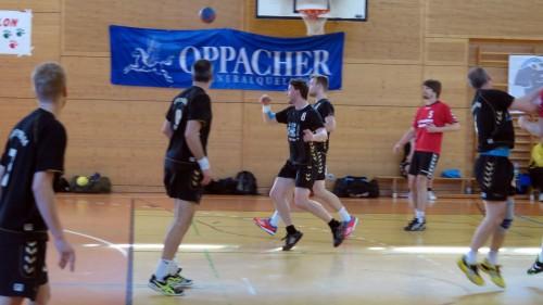 Handball ist ein körperbetontes Spiel. Aber trotz augenscheinlich besserer Fitness konnten die Freitaler in Dresden nix reißen.