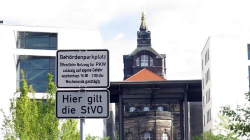 Noch im September war der Ministeriumsparkplatz nach Feierabend auch fürs Volk geöffnet.