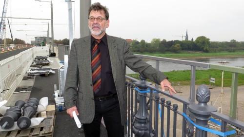 Reinhard Koettnitz zeigt das neue alte Geländer