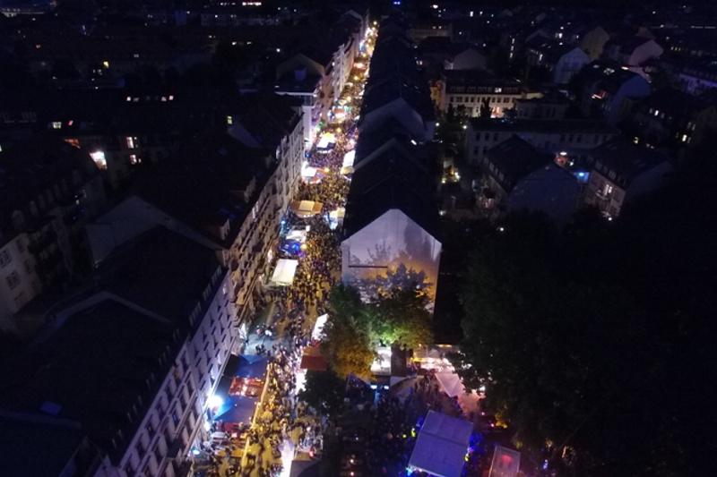 Alaunstraße von oben bei Nacht - Foto: Agentur Schröder