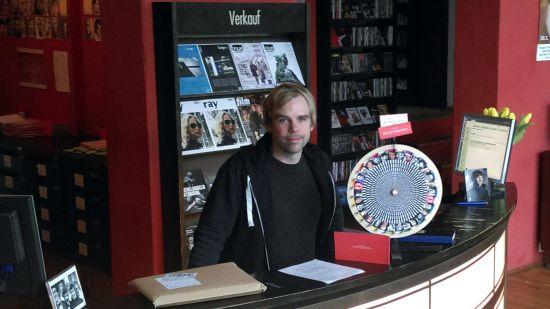 Sven Voigt in seiner Filmgalerie Phase IV