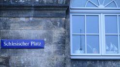 Schild am Hanse-Haus, dem Seniorenpflegeheim am Schlesischen Platz
