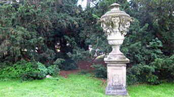 Kulturdenkmal: Barockvase aus Sandstein
