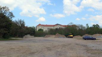 """Unterhalb der ehemaligen Landesbibliothek soll die Wohnanlage """"Stauffenbergallee/Marienallee"""" entstehen."""