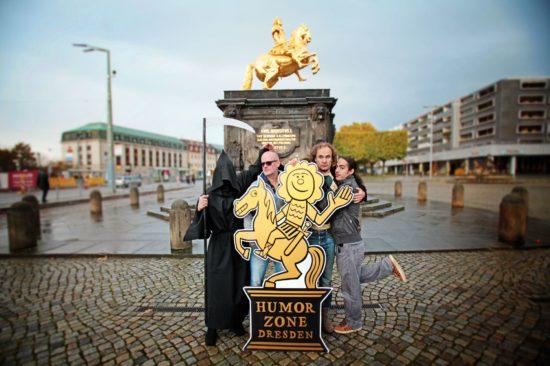 Humorzone 2017, Olaf Schubert, Masud, Der Tod auf der Dresdner Hauptstraße beim Goldenen Reiter. Foto: PR/A. Garbe