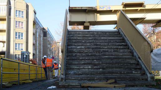 Treppe ins nirgendwo. Die Betonstümpfe stehen noch.