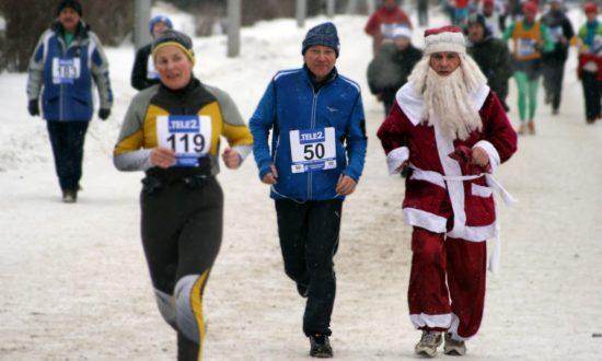 Frank Schulz (Mitte) beim kältesten Marathon der Welt in Omsk. Foto: PR