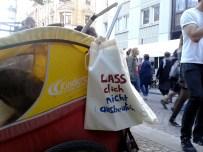 Ausgebeutelt am Martin-Luther-Platz
