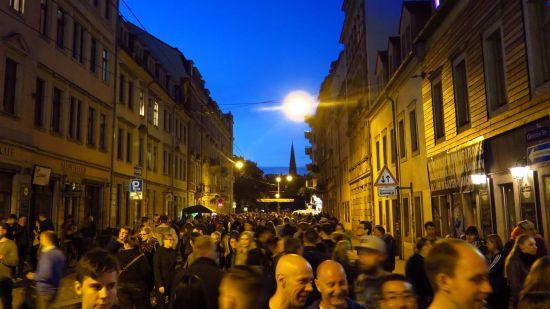 Bunte Republik Neustadt bei Nacht