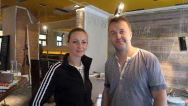 Kellnerin Yvonne und Blumenau-Chef Ralph