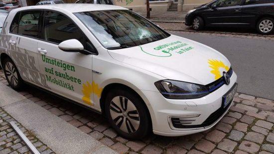Demoliertes Wahlkampfauto - Foto: Facebook-Site von Stephan Kühn