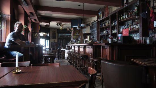 Das Interieur unverändert - ein Echtholz-Pub eben.