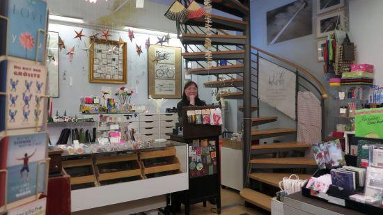 Auch der Laden im Erdgeschoss ist betroffen, deshalb gibt es bei Susanne Schottmann ab Montag Ausverkauf mit reduzierten Preisen.