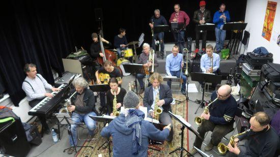 New Town Swing Orchestra im Proberaum in der Blauen Fabrik