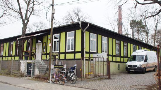 Das quietschgrüne Gebäude teilt sich Onkel Franz mit der Dresdner Kaffee- und Kakaorösterei