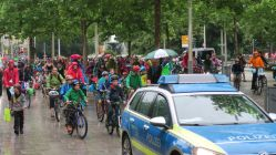 Rund 350 Eltern und Kinder waren gekommen, die meisten mit Fahrrad.