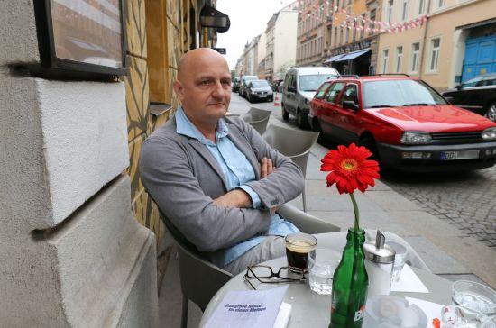 Autor und Journalist Thomas Bärsch vor seinem Lieblings-Café Combo