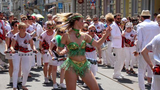 Die Stadtkultur mit Straßenfesten und Weihnachtsmärkten bildet eine gute Grundlage für soziales Miteinander.