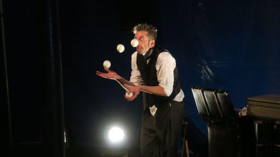 Jonglage-Zauberer Aaron Dewitz