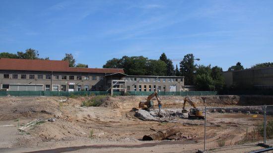 Hier soll künftig die Grundschule stehen. Zur Zeit läuft noch die Altlasten-Sanierung.