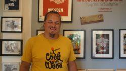Alexander Heitkamp glücklich im neuen Domizil im Hof der Fabelwesen