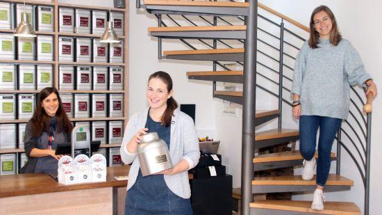 Das Team im Teerausch um Chefin Elke Werner (Mitte)