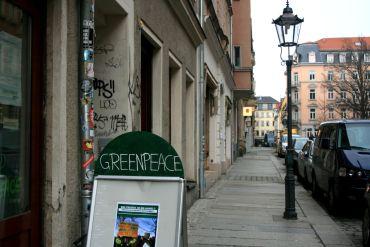 Das Greenpeace-Büro in der Martin-Luther-Straße öffnet seine Türen von 14 bis 17 Uhr.