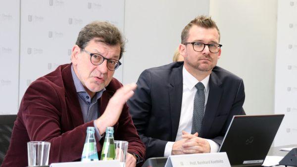 Bauamtsleiter Reinhard Koettnitz und Baubürgermeister Raoul Schmidt-Lamontain (v.l.)