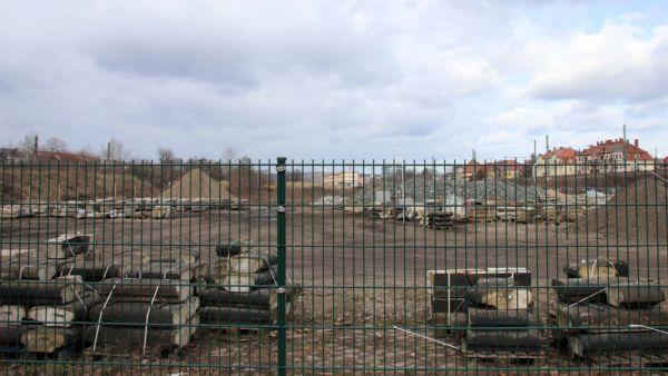 Auf dem Gelände werden aktuell Baumaterialien gelagert.