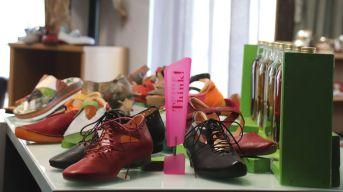 Die besonderen Schuhe gibt's oben