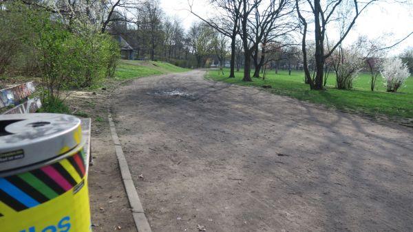 Auch der Weg der am Pavillon und den Tischtennisplatten vorbeiführt, soll erneuert werden.
