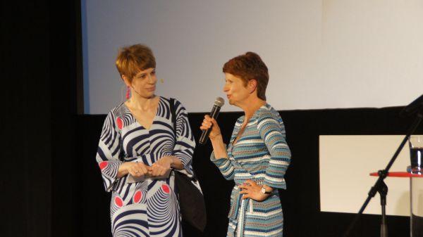 Moderatorin Jenni Zylka und Filmfest-Leiterin Sylke Gottlebe im Gespräch