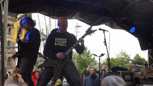 Wagen mit Live-Metal-Musik