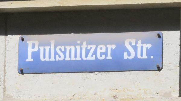 """altes Straßenschild """"Pulsnitzer Straße"""""""