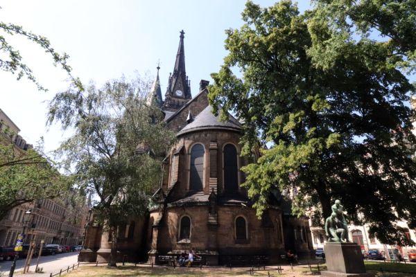 Neogotische Kirche inmitten der Neustadt.