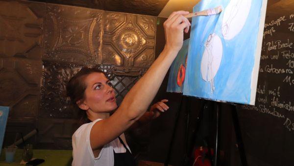 Anna Moroz malt vor...