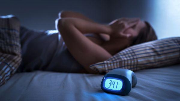 Tiefe Nacht, aber wach wie am hellen Tag. Wer sich dann nicht sinnlos herumwälzen will, kann auch etwas Produktiveres tun. Foto: fotolia.com © terovesalainen