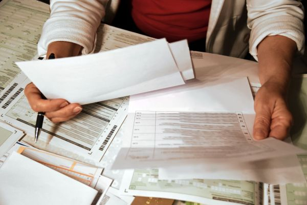 Unterlagen sortiert niemand gerne, weil es so viel Freizeit auffrisst. Schlaflosigkeit ist die vielleicht beste Gelegenheit dafür. Foto: fotolia.com © pattilabelle