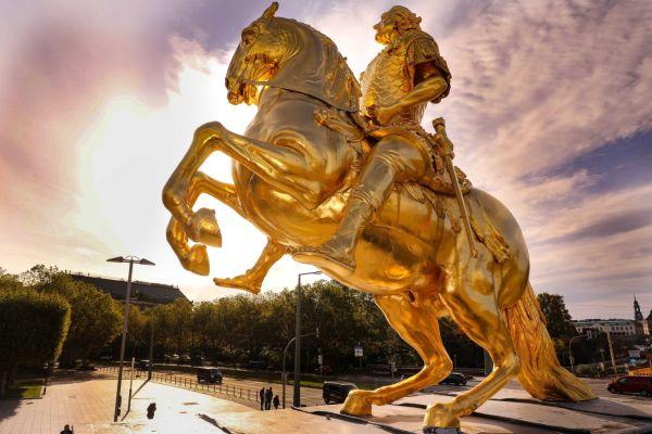 Goldener Reiter bekommt sein Schwert zurück - Foto: Tino Plunert