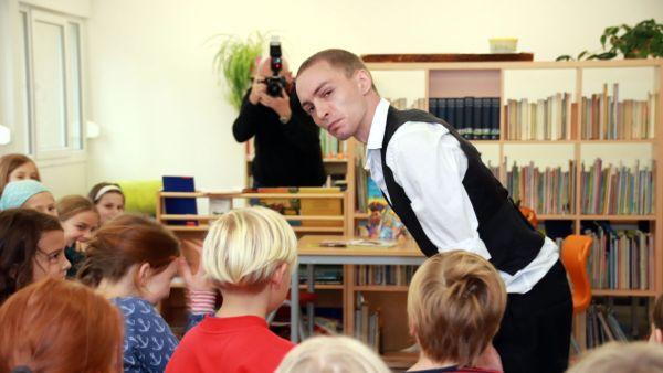 Arne König brachte die Kids mit seiner Pantomime zum Lachen.