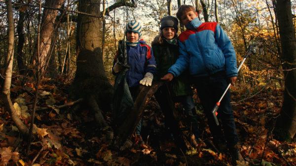 Die drei Jungs Jokim, Nimrod und Nikita fanden sogar einen großen Stahlträger