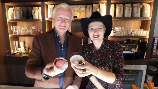Jess Hill und Viktoria Franke mit Terence-Hill-Eis