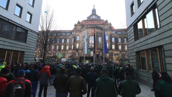 Kundgebung vor der Staatskanzlei