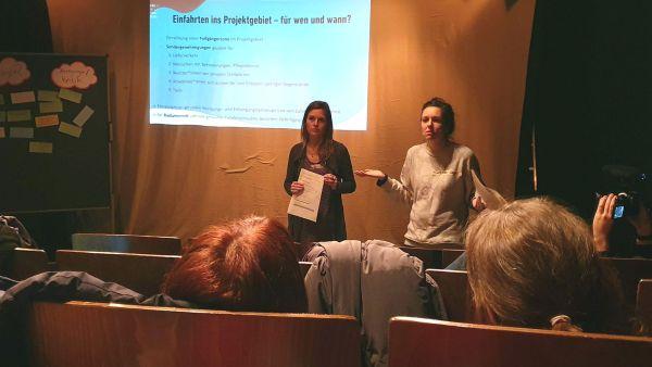 Projektkoordinatorinnen Sindy Berndt und Judith Kleibs stellten sich den Fragen der Gewerbetreibenden