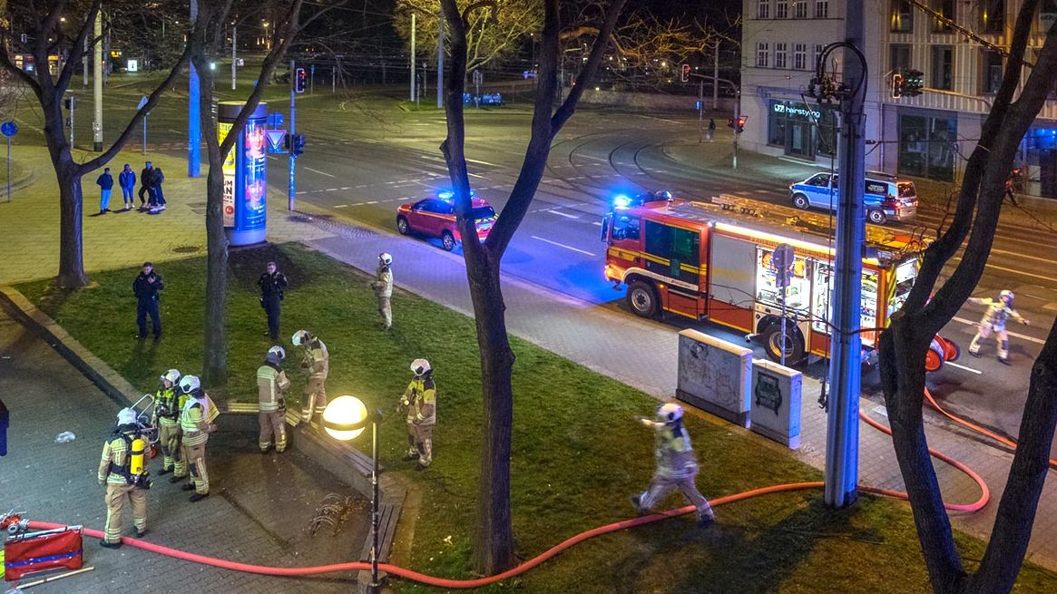 Feuerwehr im Einsatz auf der Königsbrücker Sttraße