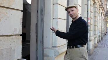 Thomas Bachler führt durch das Fotoforum