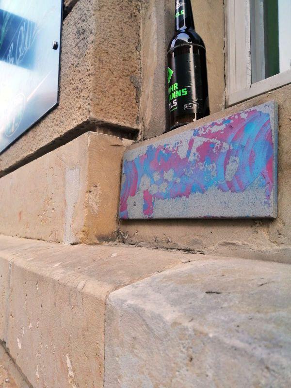 Nicht jede Kunst-Fliese in der Neustadt ist quadratisch.